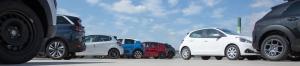 Parkeerplaats met auto's - achtergrond bij autoverzekeringen